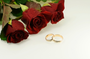 tree red roses with two wedding rings